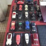 Belle série de voitures anciennes