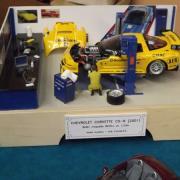 """Atelier de réparation avec une """"Chevrolet Corvette C5-R"""""""