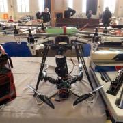 Au 2è plan un Drone professionnel Smartflyer Naza 6 V2