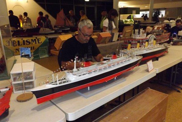 Bateaux Mythiques le France et le Titanic