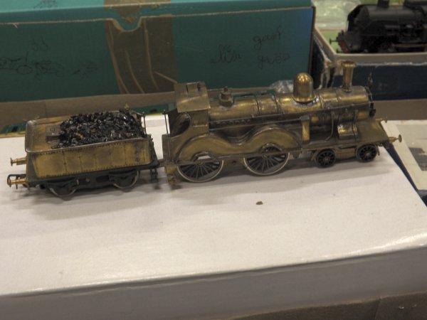 Belle locomotive à vapeur en laiton