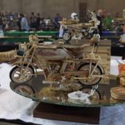 Belle moto en bois fonctionnel réalisation de Freddy D