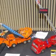Camion grue mécanique à benne preneuse et camion de pompier mécanique