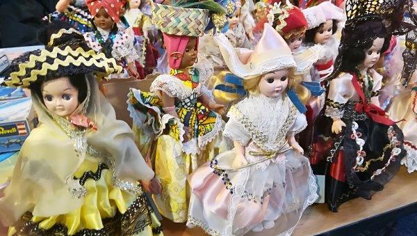 Collection de poupées en porcelaine