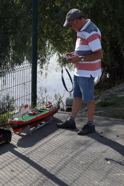 Dernières vérifications sur le bateau allemand Loschkreuzer Weser