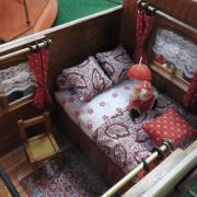 Détail du lit dans la roulotte