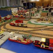 """Réseau de train entièrement réalisé en """"LEGO"""""""