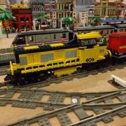 """Locomotive diésel réalisée en """"LEGO"""""""