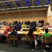 Les enfants construisent des maquettes en carton
