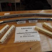 Voitures ferroviaires en carton avant d'être réalisées en résine