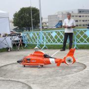 Hélicoptère à turbine en démonstration
