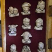 Fèves à l'effigie de P et M, Curie Napoléon, François 1er Jeanne d'Arc et autres