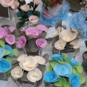 Fleurs en soie réalisé par une personne malvoyante