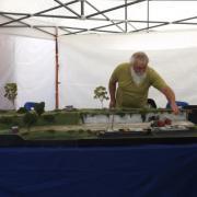 Installation des modules du réseau de train du Rail Club du Pays de Meaux