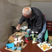 Installation du stand des constructions des bateaux en papier du Model Club de Meaux
