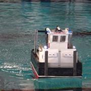 L'Albatros se portant au secours d'une maquette en détresse