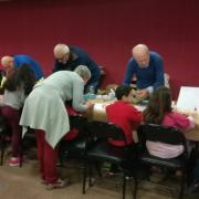 L'atelier construction maquettes en carton de nos Papys