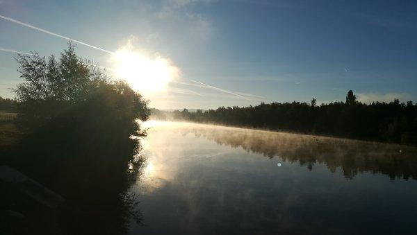 Le plan d'eau au lever du soleil
