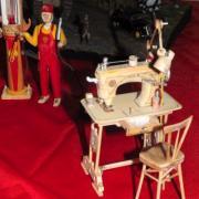 Machine à coudre et pompiste réalisation de Freddy