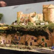 Maisons troglodytes et ruines de château