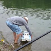 Mise à l'eau de la barge ostréicole