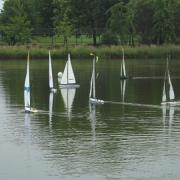 Passage de bouée pour les voiliers classe loisirs