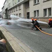 Stand des pompiers de Paris la relève est assurée