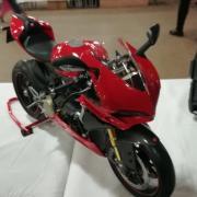 Très belle moto RC